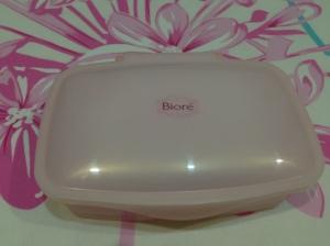 It comes in a box!!!